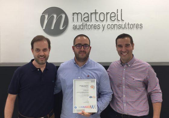Martorell Auditores y Consultores recibe el certificado ISO 9001:2015 para los servicios que presta.